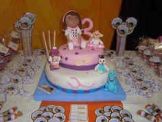 Candy bar: lleno de golosinas y torta temática