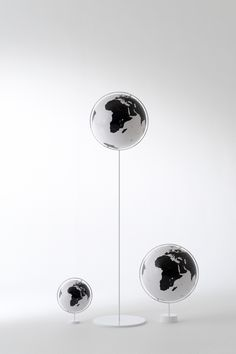 地球は白かった? オフィスにもリビングにもモノクロの世界を広げよう