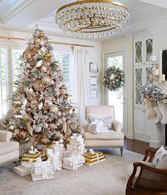 Elegant Christmas Trees, Flocked Christmas Trees, Christmas Tree Themes, Xmas Tree, Christmas Ideas, Christmas Ornaments, Christmas Living Rooms, Christmas Home, Christmas Holidays