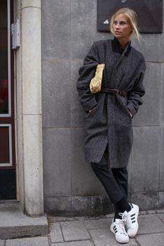 Attitude. Coat. Sneaker. Fashion. Streetstyle.