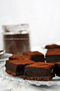 Truffle cake (English translation at the bottom) Chocolate Deserts, Decadent Chocolate Cake, Chocolate Spread, Sweet Recipes, Cake Recipes, Dessert Recipes, Romanian Desserts, Romanian Food, Cake Truffles