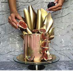 Enjoy RushWorld boards, WEDDING CAKES WE DO, UNPREDICTABLE WOMEN HAUTE COUTURE and GHOSTLAND SCENES OF ABANDONMENT. Delicious, lovely gold drip cake.
