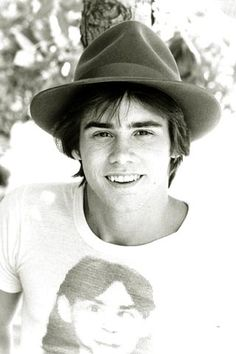 Wow... Jim Carrey looked a lot like this guy I knew from high school! Both were cuties x)