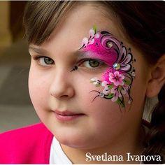 Flowers eye design The delicate and beautiful work of Svetlana Ivanova from St Petersburg, Russia. Check her out @sveta_grimer. #sillyfarm #facepainter #facepainters #facepainting #facepaintersmiami #facepaintersftlaudedale #facepaintersoninstagrsm