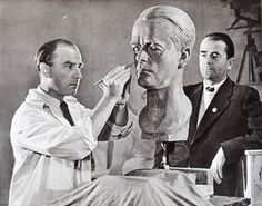 Arno Breker carves a portrait of Albert Speer in 1940.