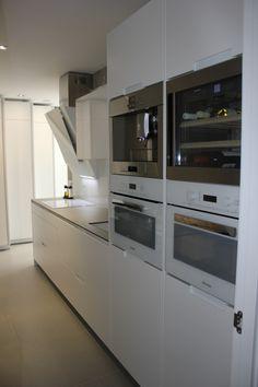 SANTOS kitchen | White Minos in Zamora, by Castillo Estudio de Cocina