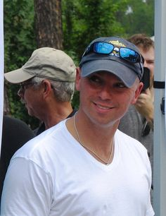 KC Kenny Chesney Videos, Kenny Chesney Come Over, Country Music Radio, Country Music Stars, Male Country Singers, Country Music Artists, Country Men, Country Strong, Love My Husband