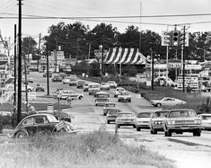 1971 -- Traffic frequently bogs down near Ga. shopping area in Forest Park. Georgia Usa, Atlanta Georgia, Old Pictures, Old Photos, Howard Johnson Hotel, Old Fashioned Photos, Clayton County, Atlanta Hotels, Dekalb County