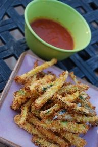 Crispy zucchini, parmesan fries that are baked--healthy and delicious! #zucchinin #parmesan #recipes