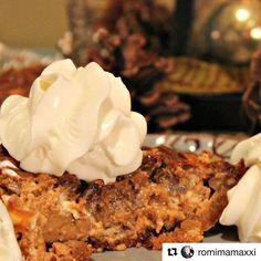 Sigue la receta de @romimamaxxi para un Pecan Pie con giro latino | Link en bio ・・・ Para el Día de Acción de Gracias, te traigo una idea original! Pecan Pie Cremoso, un postre tradicional con un giro latino. Anímate a probarlo! Super delicious 😋 Encuentra mi receta en el blog de @biglotslatino #biglots #biglotsprimero #biglotsfinds #ad #client #receta #recipe #pecanpie #dulcedeleche #food #foodie #foodblogger #foodlover #lifestyle #lifestylephotography #lifestyleblogger #thanksgiving…