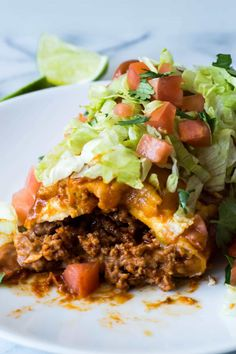 These large burritos made with ground beef,homemade taco seasoning, refried beans, and lots of melty cheese! Then smothered in homemade chili gravy. Beef Dishes, Tasty Dishes, Food Dishes, Main Dishes, Mexican Dishes, Mexican Food Recipes, Mexican Desserts, Drink Recipes, Dinner Recipes
