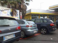 """A Catania gli automobilisti """"rubano"""" i parcheggi riservati alle auto Enjoy Enjoy è certamente una lodevole iniziativa che va a gonfie vele anche a Catania, ma in molti casi i parcheggi riservati ai clienti che utilizzano il servizio di vehicle sharing vengono occupati in ma #catania #enjoy #carsharing #cronaca"""