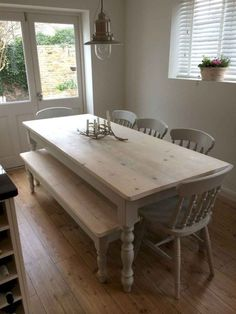 Build a stylish kitchen table with these free farmhouse table plans. They come in a variety of styles and sizes so you can build the perfect one for you. Farmhouse dining room table and Farm table plans. Country Kitchen Tables, Kitchen Table Bench, Kitchen Table Makeover, Dining Table Chairs, Pine Dining Table, Dining Sets, Room Chairs, Farmhouse Table Plans, Rustic Farmhouse