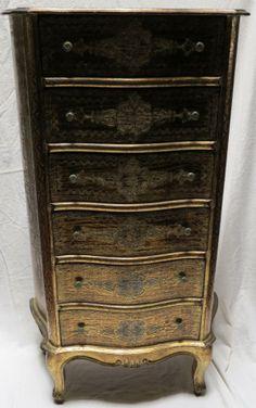 Meuble a tiroirs galbé circa 1950/70 en bois doré de style renaissance italienne