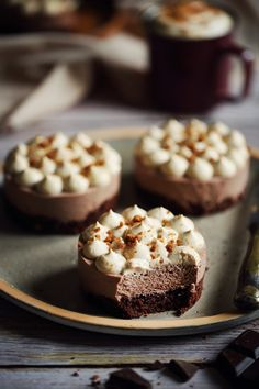 desserts cheesecake ~ desserts cheesecake desserts cheesecake easy desserts cheesecake no bake Mini Cheesecake, Cheesecake Desserts, Cheesecake Bites, Mini Desserts, Chocolate Desserts, Easy Desserts, Pastry Recipes, Dessert Recipes, Dessert Food