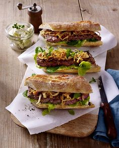 Our popular recipe for steak sandwich with roasted onions and more than . - REZEPTE // SANDWICHES - Home Accessories Steak Recipes, Sandwich Recipes, Grilling Recipes, Grill Sandwich, Onion Recipes, Sandwiches Gourmets, Seared Salmon Recipes, Roasted Onions, Baguette
