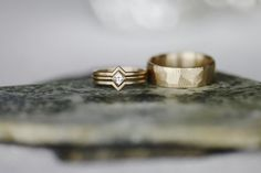 Wide faceted yellow gold men's wedding band and oblique solitiare engagement ring with chevron contour bands by Aide-mémoire Jewelry | Photo from J+L BOHEMIAH FROST collection | Photography: Dorothy Huyhn Photography www.dorothyhuynh.com | Planning and Design: juliet + lou www.julietandlou.com | Lettering: Elizabeth Rolf www.elizabethrolf.com