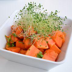 Ensalada detox de papaya con cilantro y brotes de chía