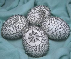 BoMari / Drôtované strieborné Food Crafts, Diy And Crafts, Arts And Crafts, Egg Designs, Chicken Eggs, Egg Decorating, Wire Art, Metal Art, Wire Wrapping