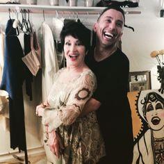 That is my painting of Chita behind her and Ru Paul Drag Race Winner Bianca Del Rio!  gdm #gdmart #gdmartist #nyc #bio #harlem #art #gay #peridance #lanyon36 #harlemart #graffitti #graffittiartist #nycart #posh  #poshbarnyc #chita #chitarivera #thevisit #chitariverathevisit #biancadelrio #rupaul #dragraces #rupauldragraces #thebiancadelrio #dragrace  www.gdmartist.com