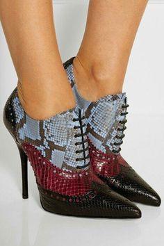حذاء جلد الثعبان لأناقتك فقط - نصف الدنيا
