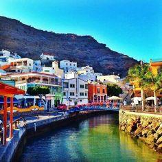 "El encanto de Puerto de Mogan: la ""Pequena Venecia"" de canaria. Dat valt wel mee, wel leuk plaatsje."