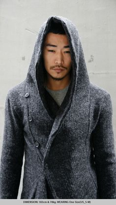 A gigantic button band with a hood prop. Straight NOT looking at the clothes, iykwim! Fast Fashion, Look Fashion, Mens Fashion, Winter Fashion, Sexy Asian Men, Sexy Men, Handsome Asian Men, Black Dandy, Stylish Hoodies