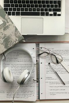 8 surefire tips to ensure productivity at work at home. School Organization Notes, Study Organization, School Notes, Motivation Diet, College Motivation, Planning School, Study Pictures, School Study Tips, Study Space