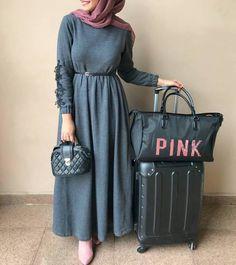 ou like pink ?? #hijabs_inspirations  Follow  @mumofbabies @mumofbabies ➖ ➖ ➖ FOLLOW @lakiantii @lakiantii ➖ ➖ ➖ @hijabs_inspirations Abaya Fashion, Muslim Fashion, Fashion Wear, Fashion Outfits, Hijab Style Dress, Hijab Chic, Hijab Outfit, Wonderful Day, Modele Hijab