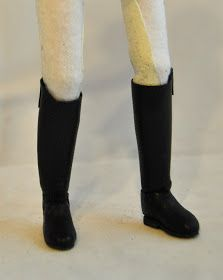 Huntseat Tack Huntseat Set owned and photographed by Erin Corbett, 2009 Huntseat saddle with number pocket pad, 2009 Snaffle b. Pony Saddle, Dressage Saddle, Horse Tack, Diy Horse Toys, Horse Crafts, Arabian Costume, Western Bridles, Felt Shoes, Costume Contest