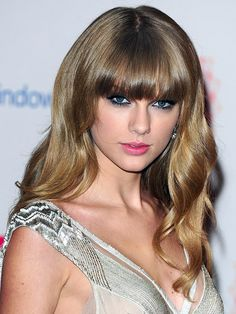 MTV Europe Music Awards 2012: Taylor Swift http://beautyeditor.ca/gallery/mtv-emas-2012-red-carpet-beauty/taylor-swift/
