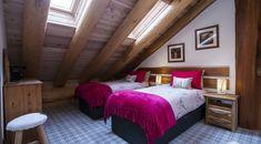 Caledonian Cabin - Comfy Highland cabin Cosy Lounge, Hot Tub Deck, Comfy Bedroom, Gas Bbq, Underfloor Heating, Short Break, Wet Rooms, Patio Doors, Log Homes