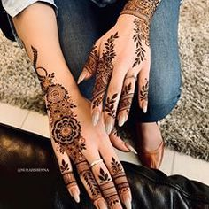 Pin For Trend Presented Amazing Backhand Arabic Mehandi Designs That You Must Try - Mehandi Designs 2019 - 2020 (Latest Mehandi Designs Images) Pretty Henna Designs, Modern Henna Designs, Henna Tattoo Designs Simple, Wedding Henna Designs, Indian Henna Designs, Finger Henna Designs, Henna Art Designs, Dulhan Mehndi Designs, Mehndi Designs For Fingers