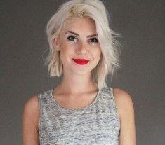 Veja as 70 fotos mais bonitas de cabelo loiro platinado para inspirar a mudança de visual e saiba tudo sobre como tratar as madeixas.