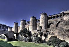 Place: Palacio de la Aljafería, Zaragoza / Aragón, Spain. Photo by: César Angel (flickr)