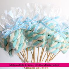 15 ideas for maternity party favors to stir the senses - Mama Prática - Marshmallow lollipops for baby shower or birth party favors - Frozen Birthday Party, Frozen Party, Birthday Parties, Fiesta Baby Shower, Baby Boy Shower, Baby Shower Treats, Shower Party, Baby Shower Parties, Party Favors