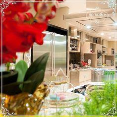 A arte de decorar, vestir a mesa e projetar sua cozinha com as grandes marcas, você encontra na aprimore. #aprimoreeletro#listadecasamento #vestiramesa #luxo#love #decoração