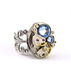 I want this ring!!! Soo awesome (: