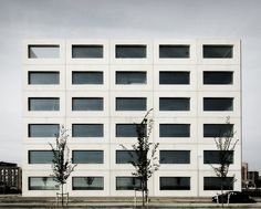 Office building on IJburg, Amsterdam by Claus en Kaan Architecten. I like the stark minimalism of this building. One unit, two materials, repeated. The large seize of the glass panels adds a feeling of generosity to the building. Photo by Primabeeld, edit by 010lab.