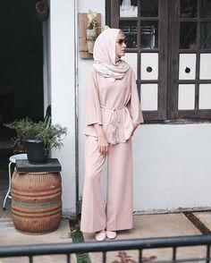 Favorite casual afternoon style on monday wearing 💕 Islamic Fashion, Muslim Fashion, Modest Fashion, Fashion Outfits, Mode Abaya, Mode Hijab, Casual Hijab Outfit, Hijab Chic, Street Hijab Fashion