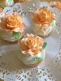 bridal shower cupcake ideas | Bridal shower cupcakes