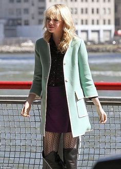 Gwen Stacy Outfits, Gwen Stacy Fashion Spiders Man, Amazing Spiders Man 2 Outfits, Mint Green Coats, Style, Google Search, Amazing Spiderman, Trench Coats, ...