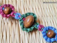 Basic Macramé Knots: Step by Step Guide · Life Adorned Basic macrame knots: this bracelet is made using a combination of square knots and vertical larks h Macrame Wall Hanging Diy, Macrame Curtain, Macrame Bag, Macrame Bracelets, Knots Guide, Diy Braids, Macrame Tutorial, Macrame Design, Crafts To Make And Sell