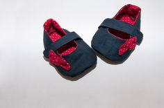 red and navy mary jane baby shoes. I need to make these. Is someone having a baby girl? Yes I know Addie needs a pair, too.