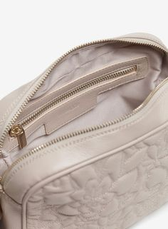 Uterqüe United Kingdom Product Page - Bags - Cross shoulder bags - Floral quilted crossbody bag - 110