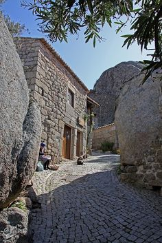 monsanto village in Portugal Funny place. You can drive with help from staff, in a woodsledge Down the small stony streets- Down and and downit goes in high speed. Portugal Vacation, Portugal Travel, Portugal Places To Visit, Rock Decor, European House, Beautiful Places To Visit, Amazing Places, Stone Houses, Old World Charm