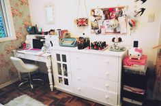 Images and videos of bruna vieira Corner Makeup Vanity, Teenage Room, Space Crafts, Craft Space, My New Room, Home Office, Room Inspiration, Decorating Your Home, Corner Desk