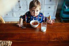 Organisation des repas Montessori, Dog Bowls, Tray, Home Decor, Drinkware, Meal, Food, Organisation, Decoration Home