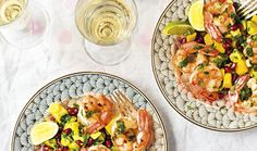 Salát s krevetami, mangem a avokádem budete mít hotový do 20 minut | Magazín | Recepty.cz Pasta Salad, Mango, Ethnic Recipes, Food, Crab Pasta Salad, Manga, Eten, Meals, Macaroni Salad