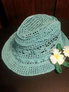 Crochet Cowboy Hats, Crochet Hat With Brim, Crochet Kids Hats, Knitted Hats, Crochet Doily Patterns, Crochet Doilies, Crochet Yarn, Free Crochet, Sombrero A Crochet